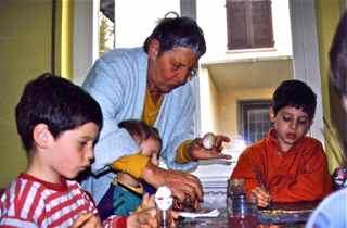 Eva Thomkins mit Kindern